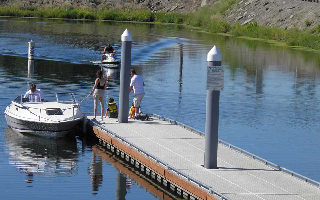 Boaters at the Clover Island public dock.