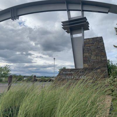 Clover Island entrance Gateway Arch.