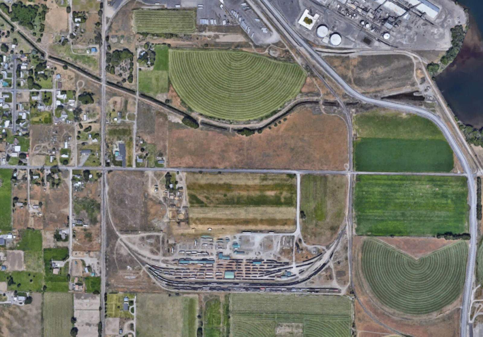 Aerial of Twin Tracks property.