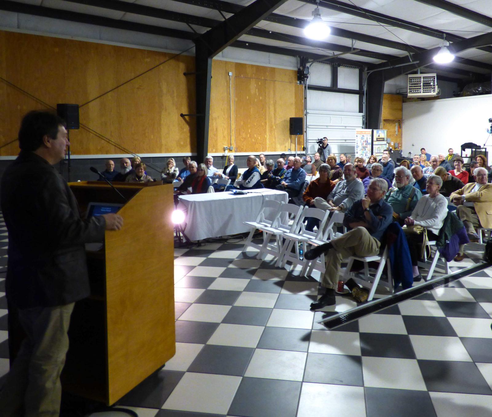 Tim Arntzen speaks to crowd during Vista Field Charrette.
